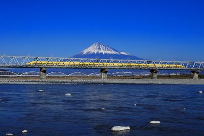 富士山バック ドクターイエロー