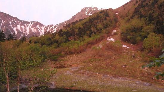 南アルプス 北岳�U 御池小屋〜北岳肩の小屋まで 草すべりを登る