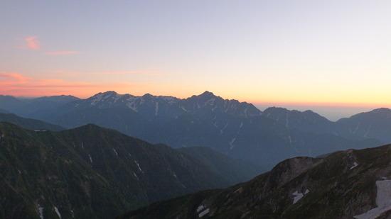 唐松岳山頂  夕暮れと朝の動画作りました。