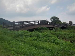側面からの川崎城跡公園の橋