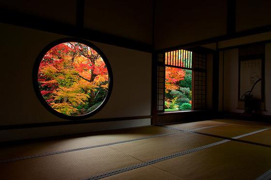 japan_autumnwindow_1