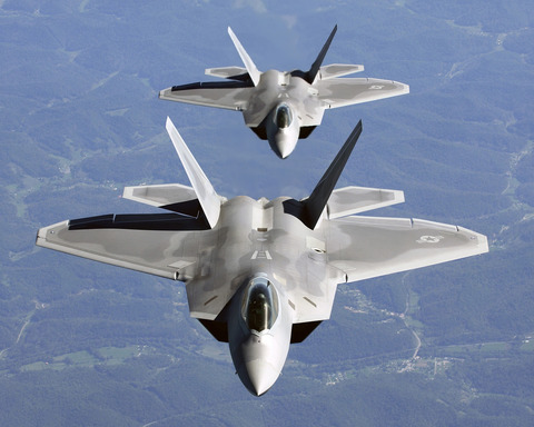 Two_F-22A_Raptor_in_c