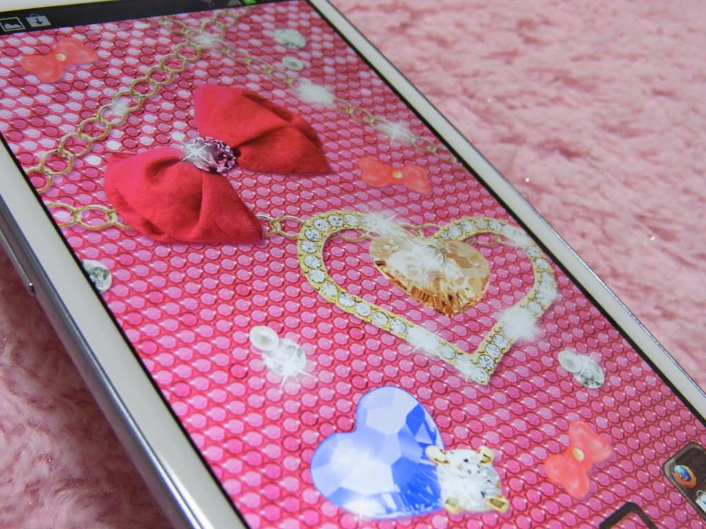 りぼんはピンク ハートはブルー 好きな色でスマホ画面をキラキラにし
