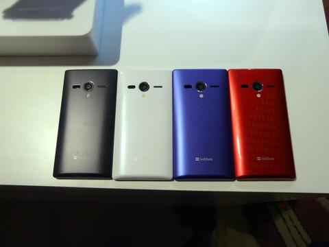 查看AQUOS PHONE Xx 203SH,这是一款配备4.9英寸LCD兼容SoftBank 4G的高规格智能手机[报告]