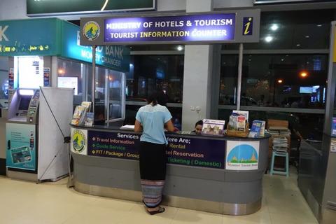 「TOURIST INFORMATION COUNTER」にてOoredooのプリペイドSIMが販売されている