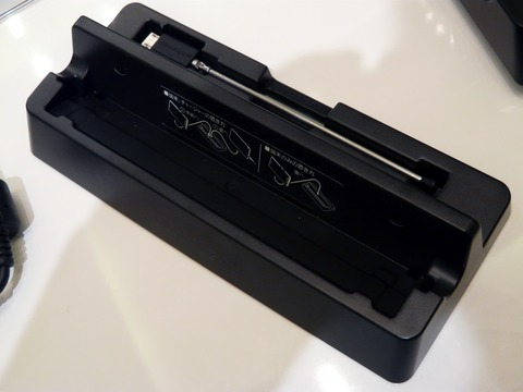 クアッドコアCPUと大画面フルHD液晶をスリムなボディに凝縮!「ELUGA X P-02E」を写真でチェック【レポート】