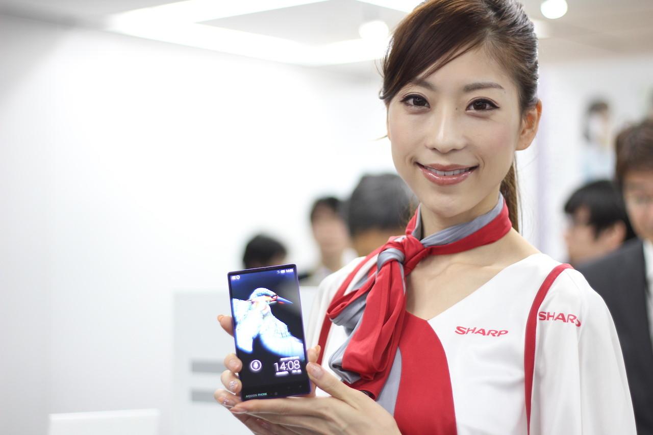 db76004b14 シャープのソフトバンク向け「AQUOS PHONE Xx 302SH」と「AQUOS PHONE Xx mini  303SH」に搭載される「翻訳ファインダー」がすごい――動画で紹介【レポート】
