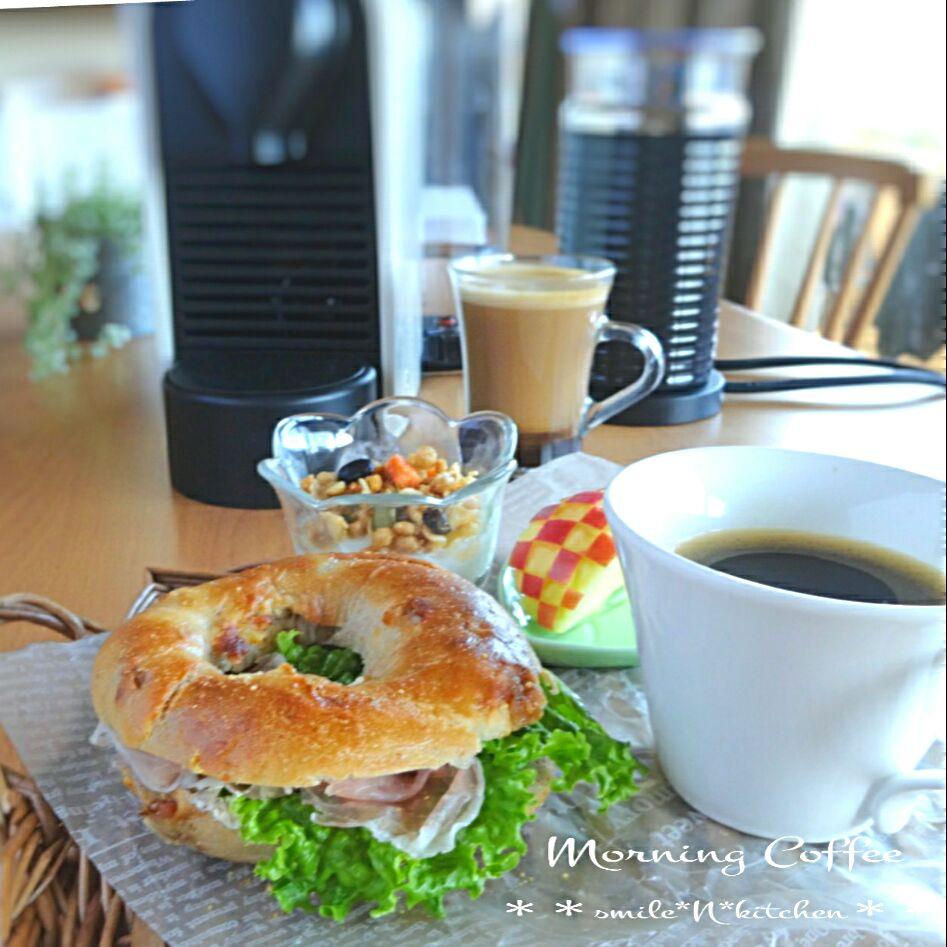 生ハムのクリチのベーグルサンドと朝のコーヒー SnapDish 料理カメラ