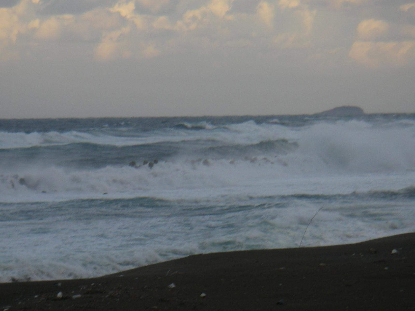 20081121日本海 荒れる日本海 演歌の似合う風景です歳を重ねたせいか、はたまた 日本海 船