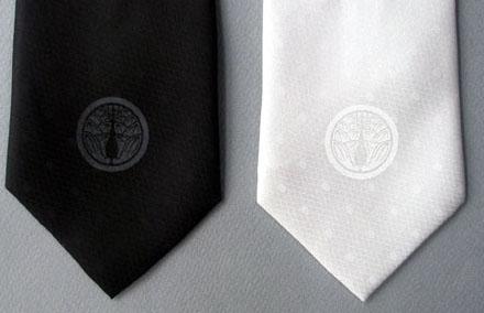 家紋ネクタイ-丸に抱き茗荷紋