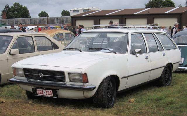 Opel_Rekord_D_Kombi_at_Schaffen-Diest_2013