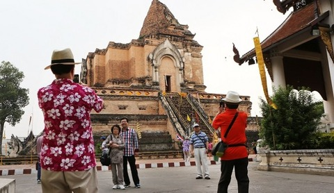 chinese_tourists-665x385