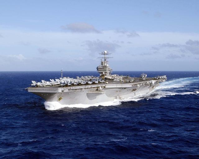 USS_Abraham_Lincoln_(CVN-72)_WesternPacificOcean