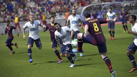 FIFA14_Xbox360_trap_ball_play_WM