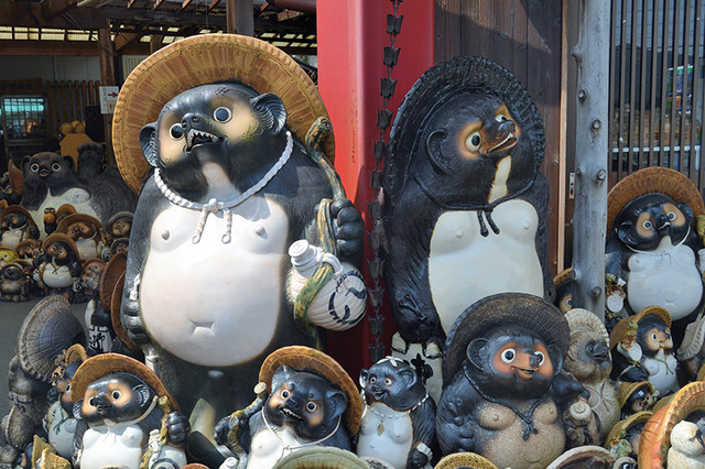 tanuki-statues