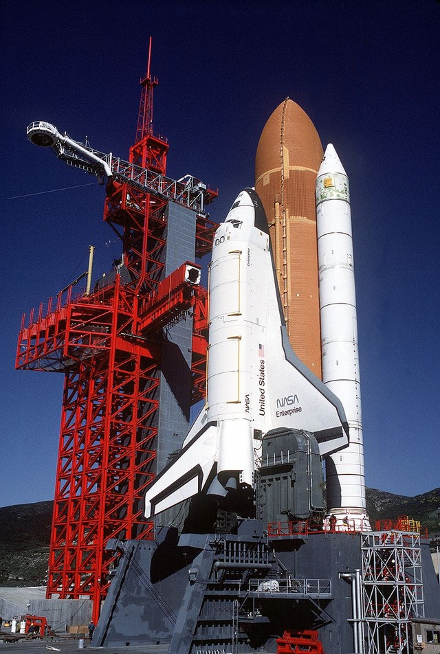 800px-Space_Shuttle_Enterprise_in_launch_configuration