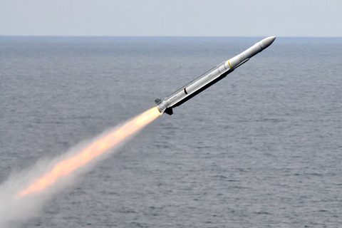 RIM-162_launched_from_USS_Carl_Vinson_(CVN-70)_July_2010