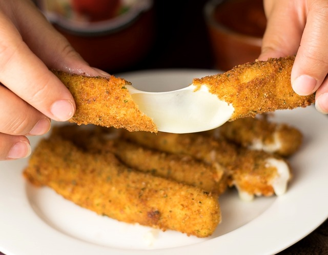 homemade-mozzarella-sticks