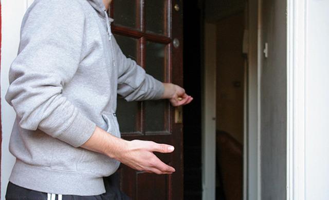 holding-door