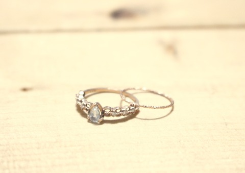 指輪 サイズ 大きい指輪を抜けなくする方法