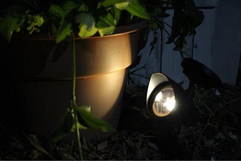ガーデンライト ダイソー ジャーソーラーライト 三日月百子