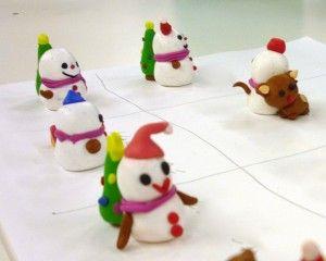 作成途中の粘土で作った雪だるま達 みなさんとても上手でした