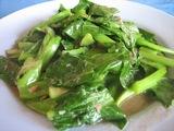 塩漬けの魚とカイラン采の炒め物