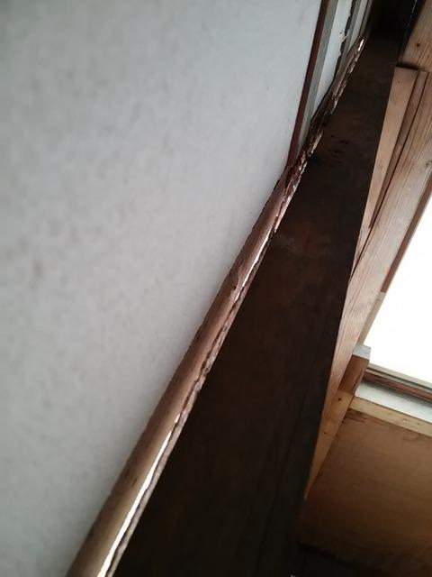 20160128_06上げ下げ窓の隙間