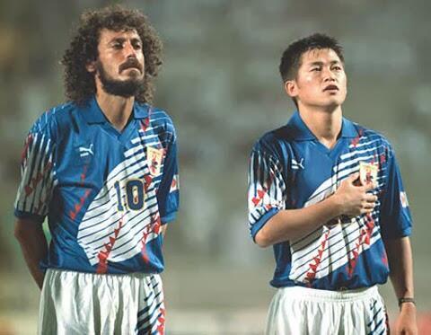 金払ってサッカーブラジル代表全員を日本に帰化させてW杯優勝したら
