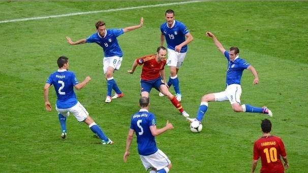 サッカーの授業でボールをパスしあって鬼に取られたら鬼と交代のゲームあるじゃん