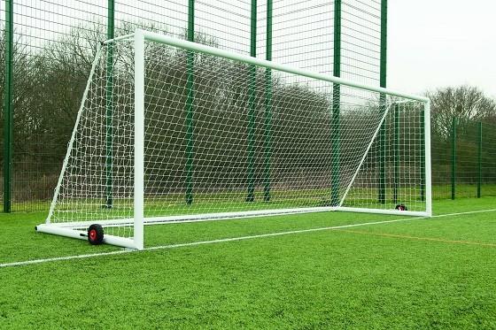 サッカーってキーパーが3mくらいあれば点入らなくね?