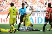 【悲報】日本代表GK中村航輔、頭から落下し担架で搬送・・・W杯へ影響か