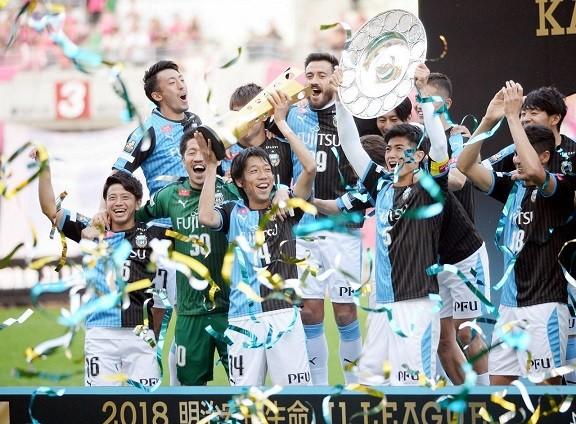 連覇を達成した川崎の選手達