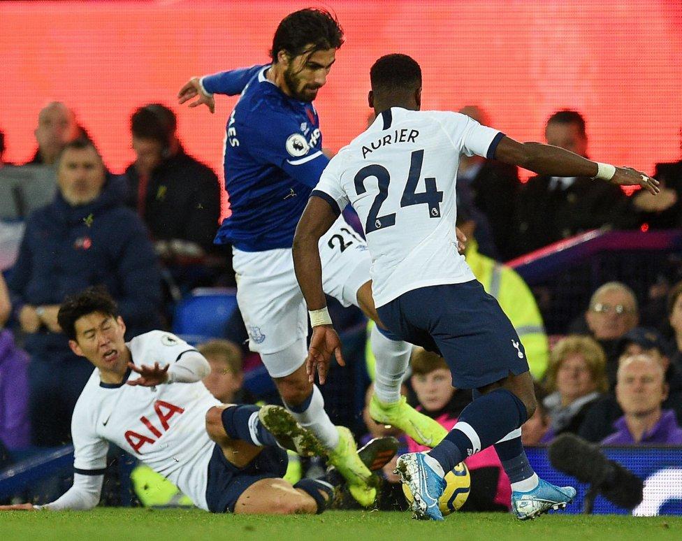【これは酷いww】 相手の足をわざと叩き折って退場の韓国サッカー代表ソン 判定に不服申立て