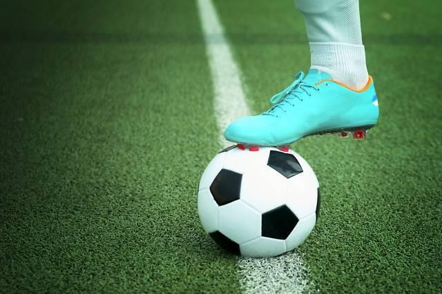 サッカーってボールに乗ってゴールまで滑っていけば無敵だよな