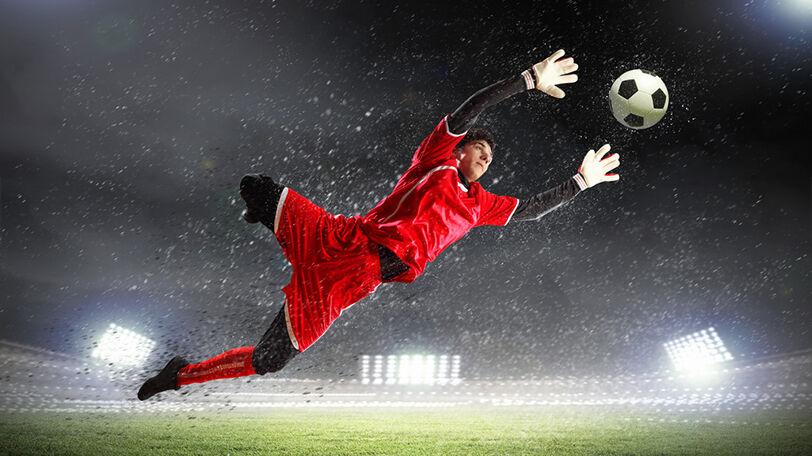 3大サッカーで日本人GKが育たない理由「指導者不足」「芝生のピッチが少ない」あとは何?