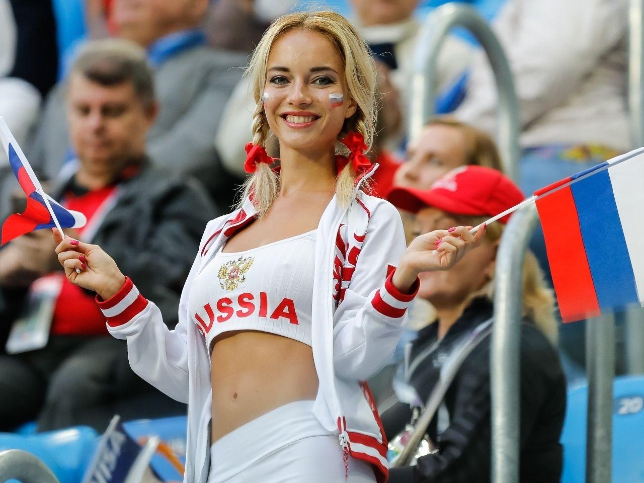 FIFA「サッカー場にいる『美女サポ』を放送するのは女性差別。男だけ映せ」