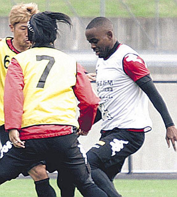 <北海道コンサドーレ札幌>アンゴラ出身のオランダ人MFエルビオが練習に参加! 外国籍枠拡大見込みで