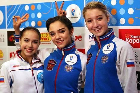 Medvedeva, Zagitova, Sotskova エフゲニア・メドベージェワ(中)、アリーナ・ザギトワ(左)、マリア・ソツコワ(右)  =ミカイル・シャロフ メドベージェワは、