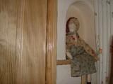 窓際の人形