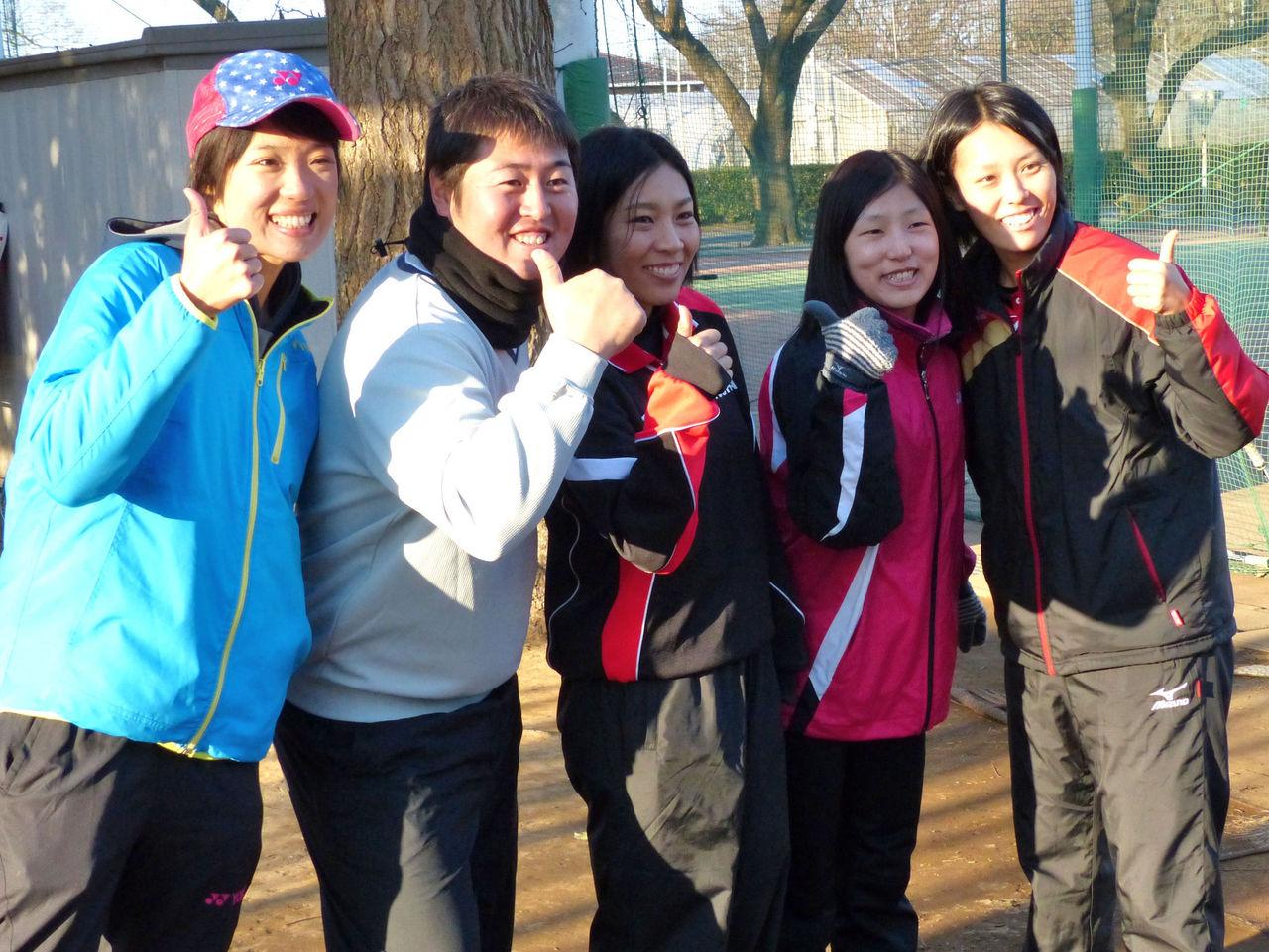 左から、ぉまみさん、白根男子顧問、杉本選手、 白根夫人(旧姓藤本)、森原選手。