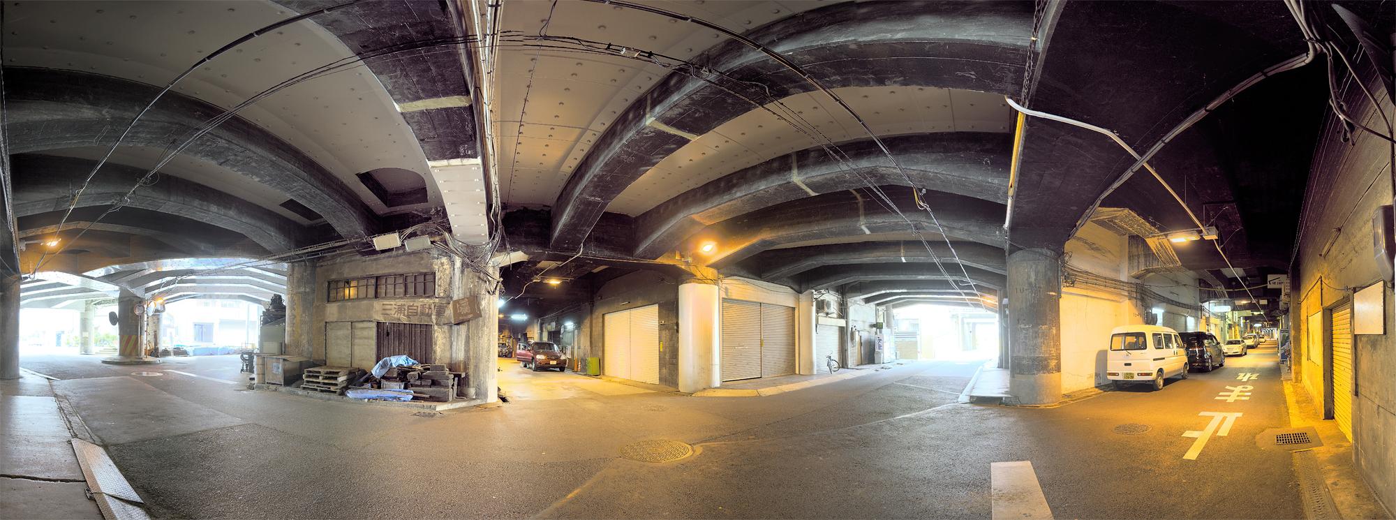 中津高架下800 東京より、関西のほうが高架下建築では一日の長あり、って感じだ。これで財...