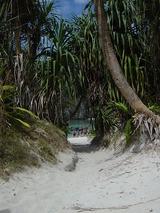 ここをくぐるとMaya Bayです。