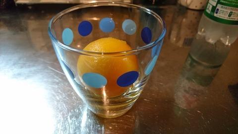 グラスの中にある、みかん丸氷