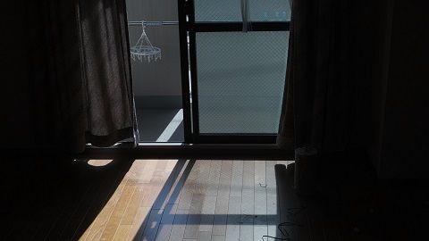 薄暗いお部屋