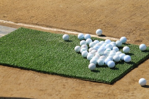 大量のゴルフボール