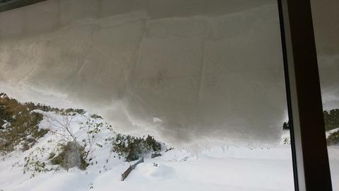 大きくなる雪の壁