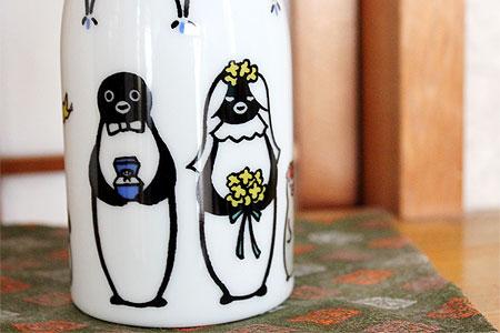 ボトルのテーマが「ペンギンウェディング」なので、ペンギンの結婚式の様子です。