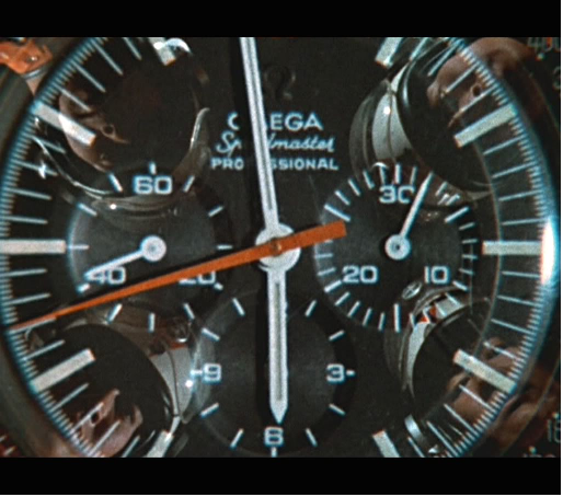 5adfe49078e3 スピードマスターといえば精悍な白いクロノグラフ針がチャーミングポイントであるのだが、このモデルは70年代に多く見られる様なオレンジ色の三角形のクロノグラフ針を  ...