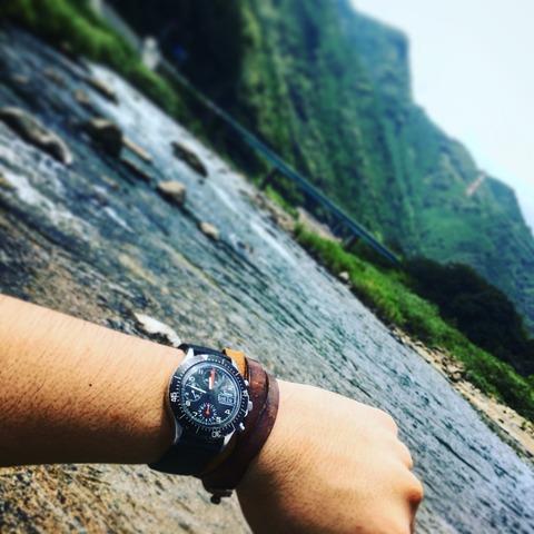 自然の中の時計、川遊び編